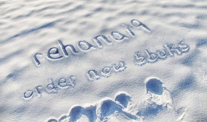 write any short message,or name on snow