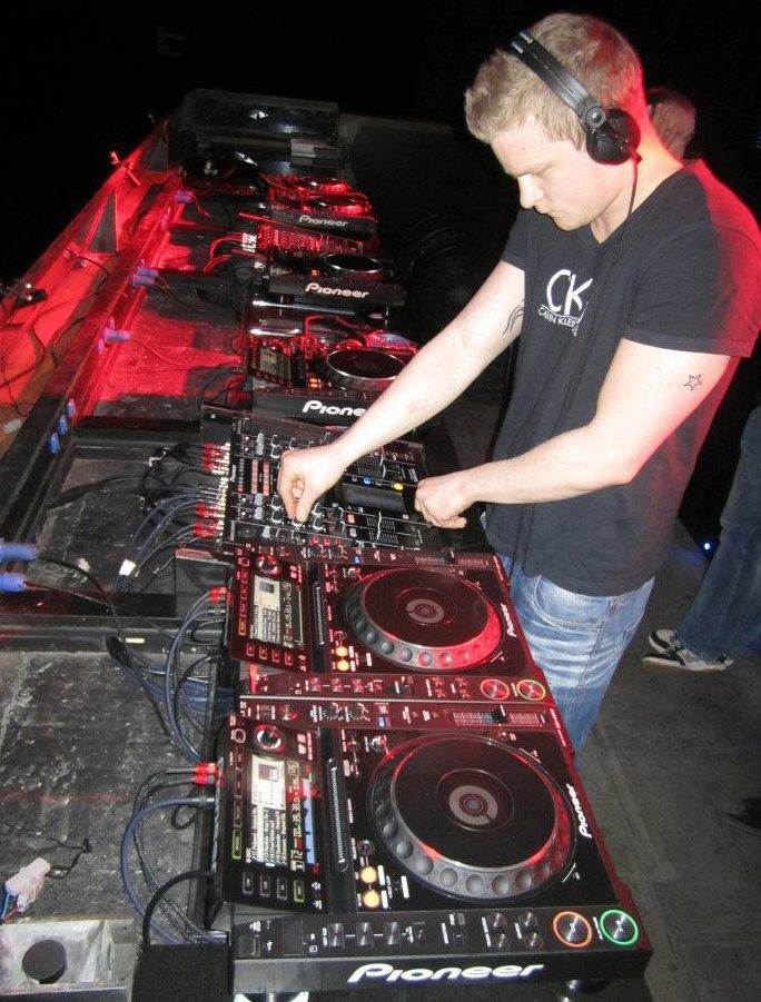 create a non stop custom dj mix for your party or event
