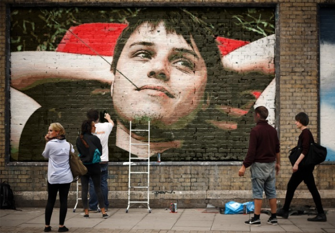 draw your photo or any messages in street graffiti style