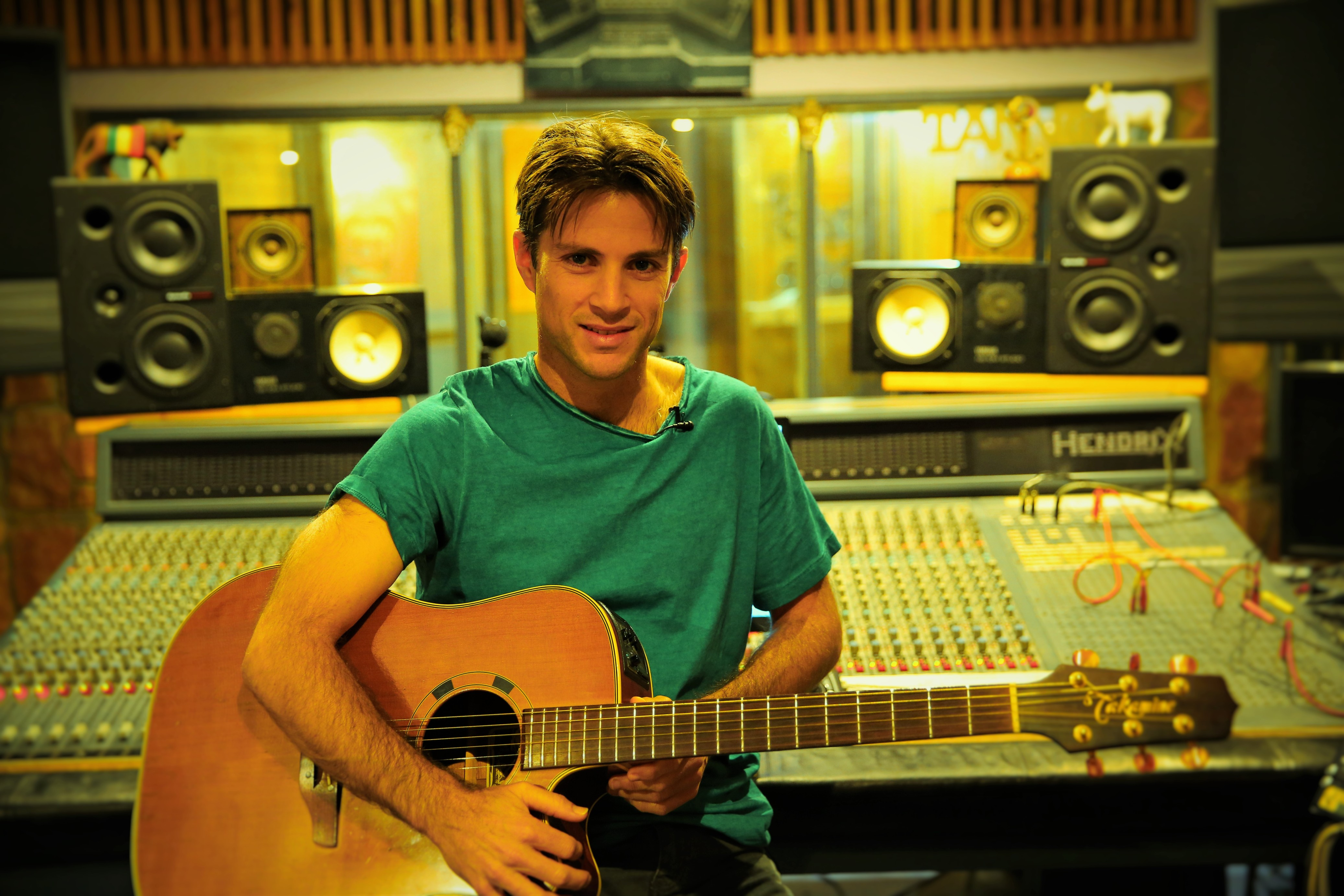 record professional acoustic or electric guitar for you