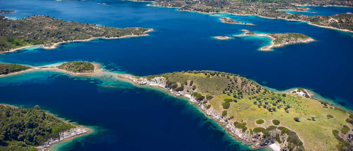 give you a full pack guide for amazing Chalkidiki in Greece