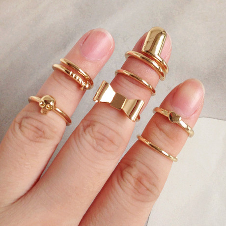 send you 5 pieces of fashion jewelry